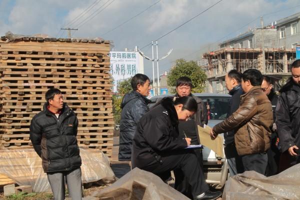 罗平县开展清理整顿木材市场