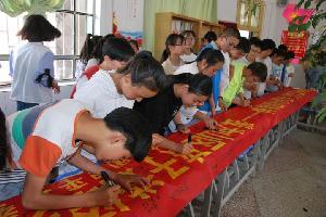 """罗平县罗雄一中开展""""伸出温暖的手,捧出善良的心""""捐书活动"""
