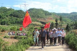 罗平县九龙第三中学举行师生户外体验活动