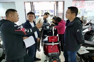 罗平县市场监管局叫停非法安装遮阳伞(雨篷)的违法行为